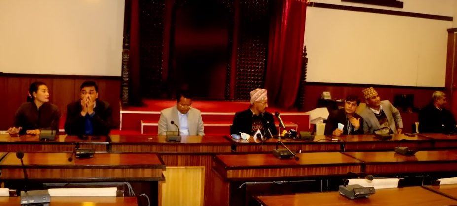 सात मन्त्रीद्वारा सामूहिक राजीनामा घोषणा