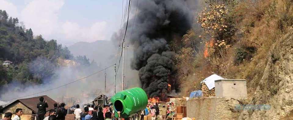 ताप्लेजुङको दोभान बजारमा आगलागी, ४० घर नष्ट थप विवरण आउँन बाँकी
