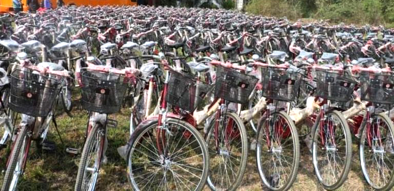 प्रदेश २ सरकारको नारी दिवसमा बाढ्यो १ हजार पाँचसय साइकल
